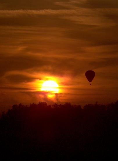 couchers-de-soleil-montgolfiere-pagny-sur-moselle-france-1245489663-1093922