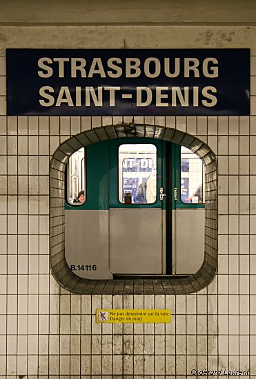 030009_paris_metro_strasbourg_saint_denis