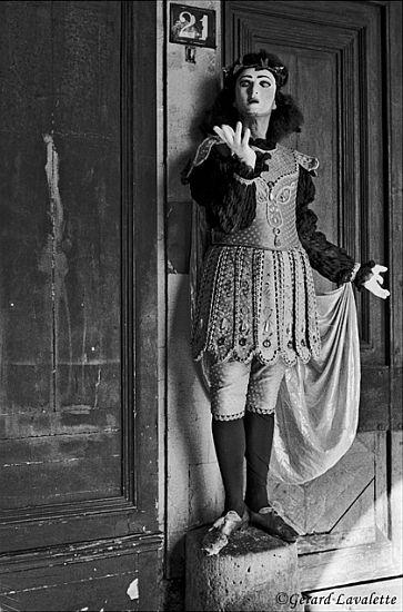 030012_paris_mime_place_des_vosges
