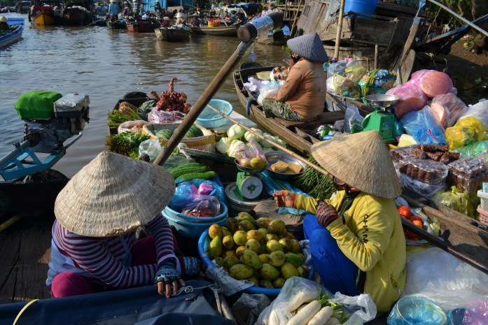 can-tho-delta-mekong-marche-flottant-fruit-commerce-noworries.jpg