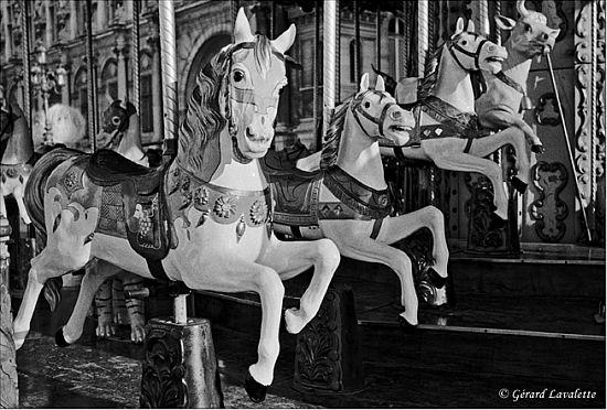 040030_paris_chevaux_de_bois_place_hotel_de_ville.jpg